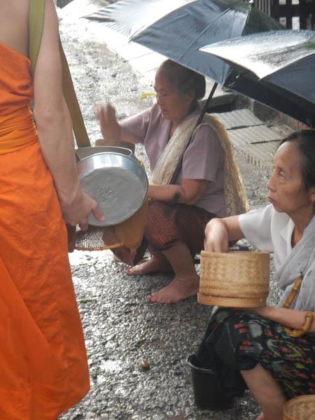 ofrendas a monjes en Luang Prabang