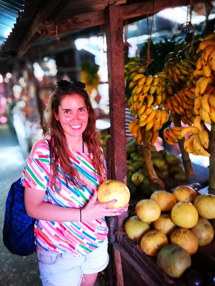 MJ en el mercado de abastos de Zanzibar