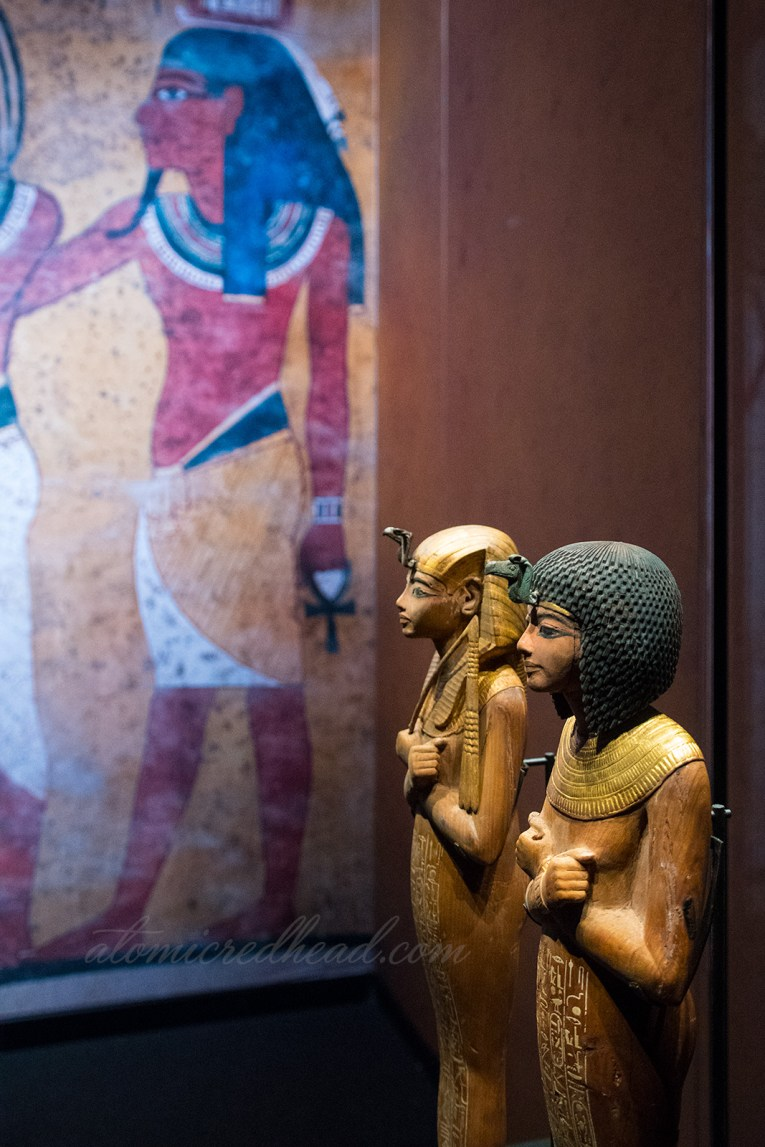 Small carved status of Tut and his wife.
