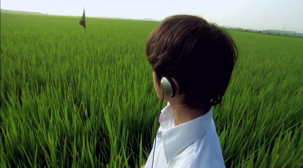 Nos fones de ouvido, o éter de Lily Chou-Chou.
