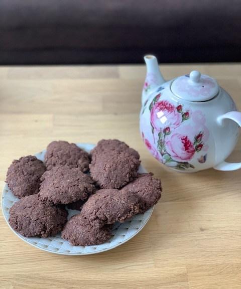 biscuit cacao peu sucré avec théière