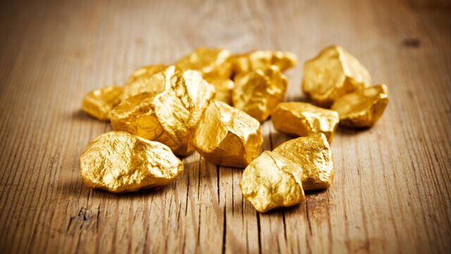 Gold price steadily climbs above $1,320