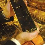 04/08 Gold edged lower on commodities sell-off