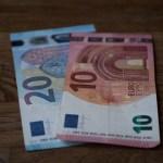 EURUSD analysis - Euro remains bearish below 1.1020