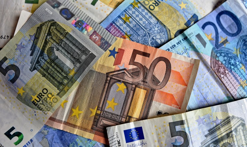 EURUSD trading near 1.10 ahead of German figures