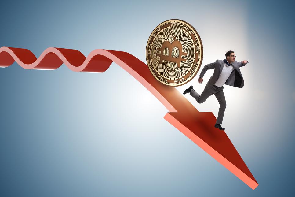 Bitcoin Plunges Below $33,000 in Hours as $1.4 Billion Liquidated