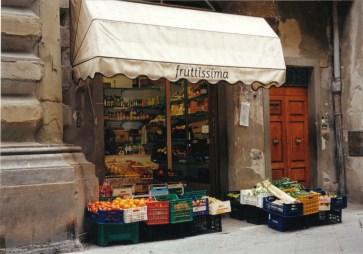 A fruttissima just off the Cortona square
