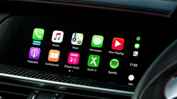 Alfa Romeo Stelvio Quadrifoglio (Apple CarPlay supported)