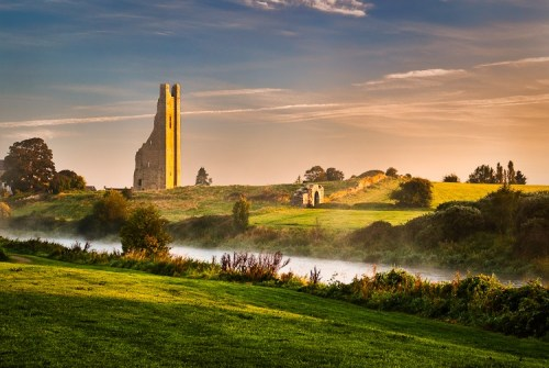 Awesome photo of the Yellow Steeple in the early morning (credit: trimcountrymeath.com)