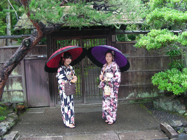 Japonesas en vestido tradicional