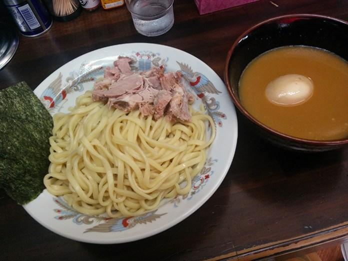 囲つけ麺、赤(たぶん)&味玉トッピンング