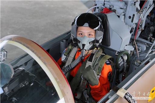 久等了!臺灣第2位女戰機飛官完訓 盼成首位女雷虎   首頁   三立新聞網 SETN.COM