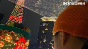 要求一个轻便的成熟女人参观圣诞节城! 吃300元黑白斩超级终极业务上线生活  三里新闻网SETN.COM
