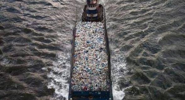 صورة الرأسمالية متهم أول في استيراد القمامة الايطالية