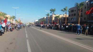 صورة العاملات والعمال الزراعيون بسوس ينظمون وقفة احتجاجية بأولاد التايمة للمطالبة بوضع حد للحيف القانوني الذي يطالهم
