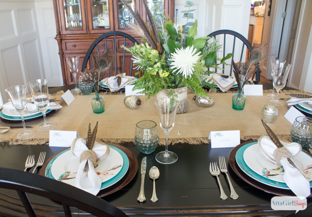 This simple Thanksgiving table setting was inspired by fashion runways. And would you believe it came from a box? Click for your chance to win a 4-piece feather frenzy table styling kit from Sparkle & Dine.
