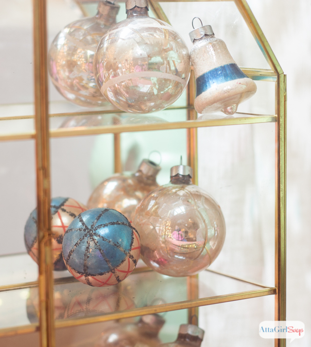 Do you wish your home looked like something out of a magazine or catalog? Then you'll love these easy Christmas decorating ideas that will show you how to focus on the small details to create a breathtaking, memorable, magazine-worthy space.