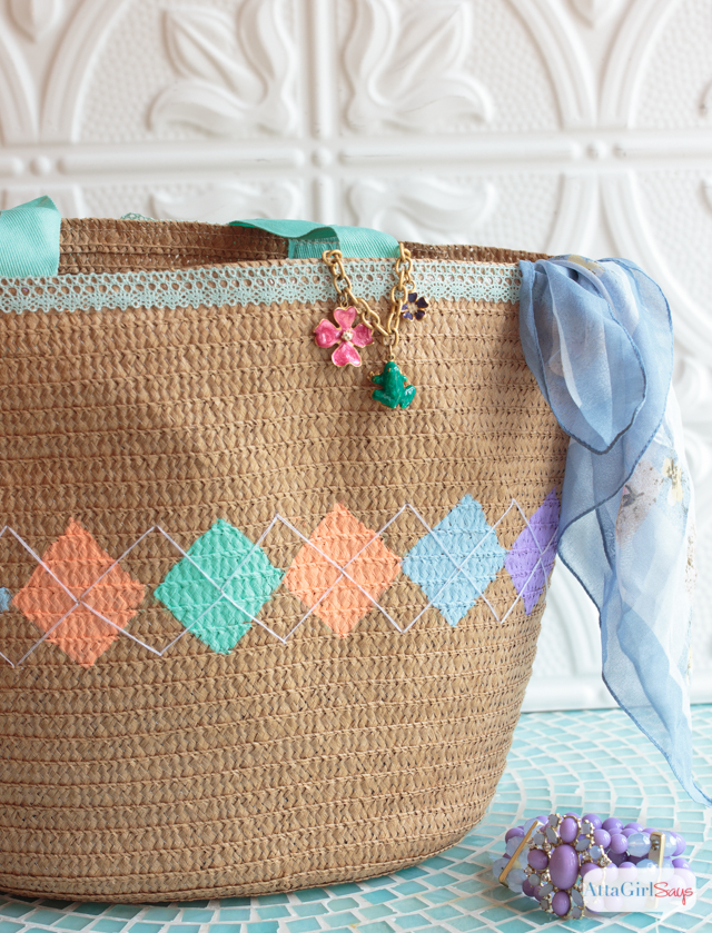 Give a straw tote a springy look by adding a pastel argyle pattern to it with paint and embroidery thread.