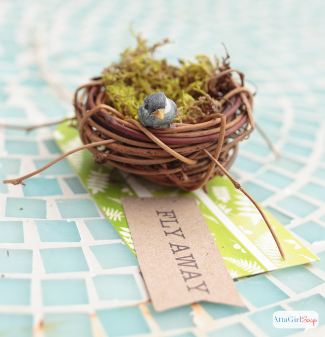 Learn how to make these pretty handmade gift tags in less than 10 minutes. Use them for gifts or as part of your spring decorating. #quickcraftshoa