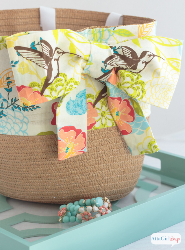 Learn how to make a tote bag to match your spring wardrobe. Start with an inexpensive straw bag, and transform it with pretty fabric. The best thing? This is a no-sew project!
