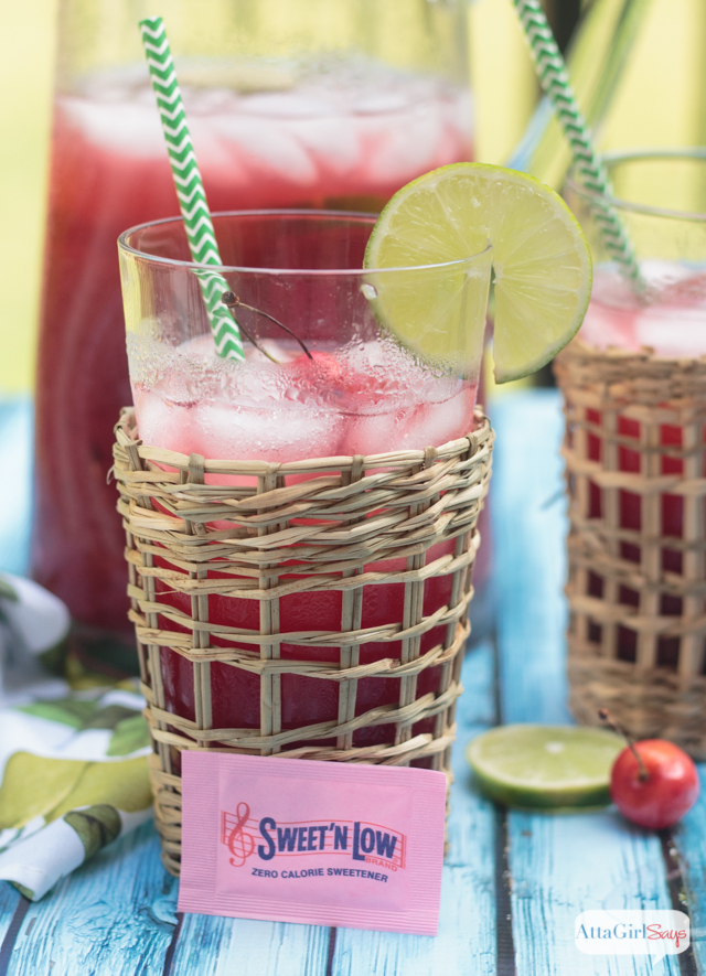 glass of low-calorie homemade limeade made with Sweet 'n Low
