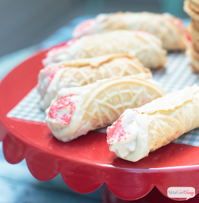 How amazing do these look? White Chocolate Dipped Cannoli with a Strawberry Cream Filling. These take a while to prepare, but this is really an easy cannoli recipe. And they're so worth it. Plus, the shells are baked, not fried, so that means you can have more of the delicious filling, right? #GourmetGetaway #ad #WorldMarketTribe