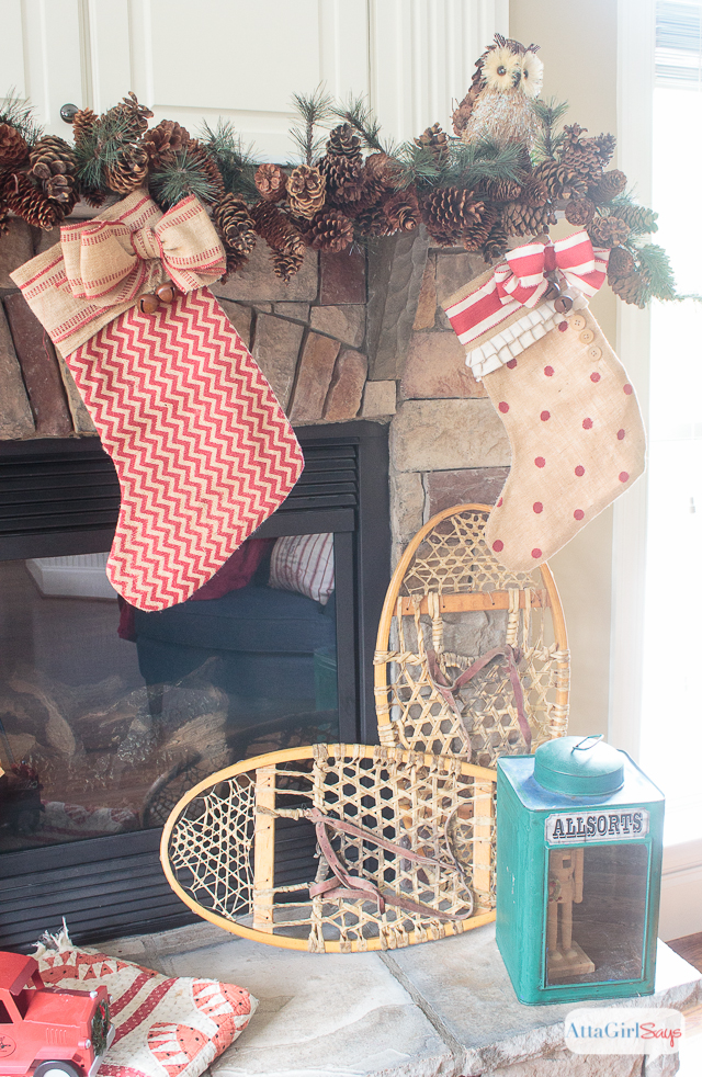 Gorgeous vintage rustic Christmas mantel decorations, plus more Christmas decorating ideas from other bloggers.