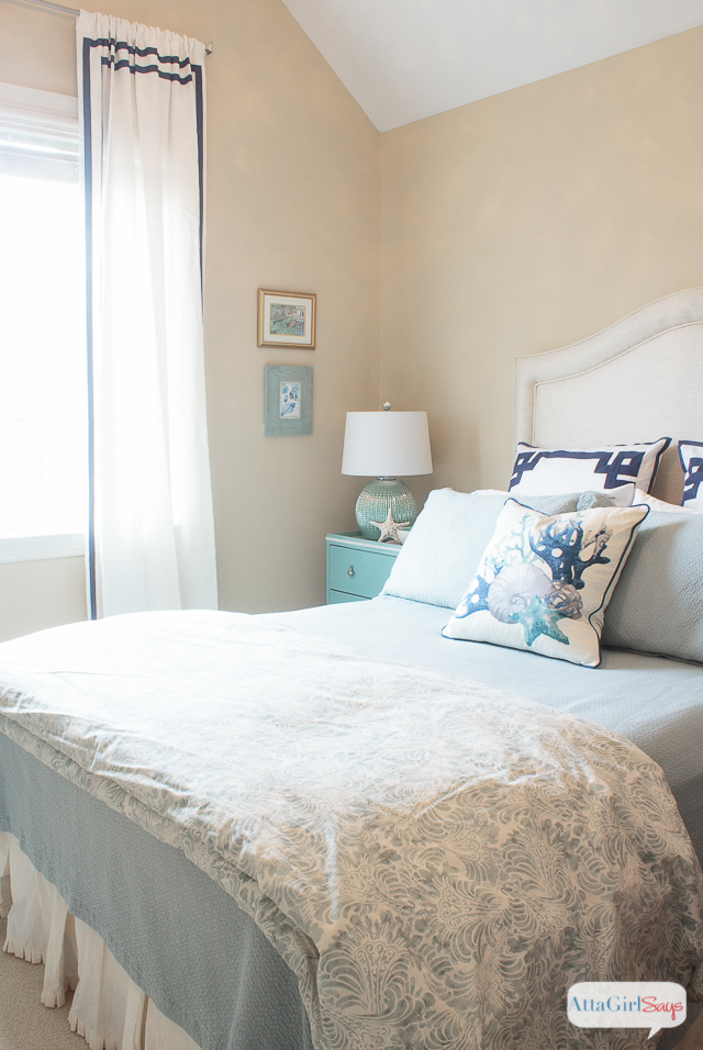 Navy blue and aqua are such a calming and serene color combination. There are a lot of great coastal decor ideas in this sophisticated guest bedroom makeover.