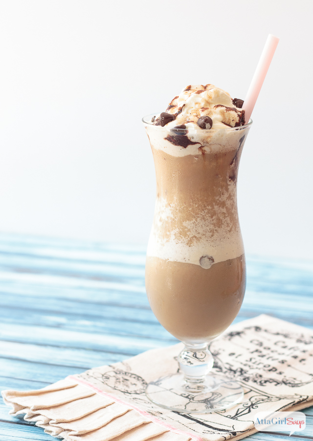 Need a refreshing treat to beat the summer heat? This snickerdoodle frappe recipe, which combines the flavors of caramel macchiato, cinnamon and chocolate, really hits the spot. And you don't have to leave the comfort of your house -- or air conditioning -- to get it! #ad #indelight
