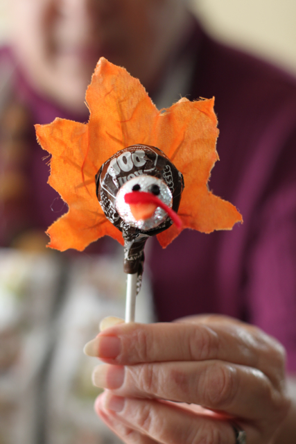 This Tootsie Pop turkey is just one of the adorable Thanksgiving turkey crafts you can make with leaves. Click to find links and instructions for them all.
