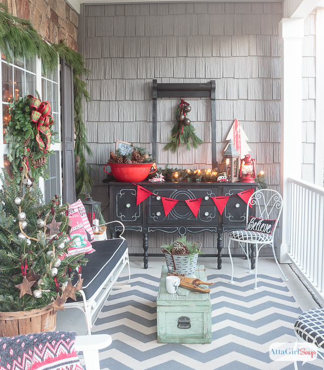 Join me for virtual tours of eight bloggers stunning porches decorated for the holidays. You'll find lots of Christmas front porch decorating ideas, -- farmhouse, vintage, rustic, French country and more.