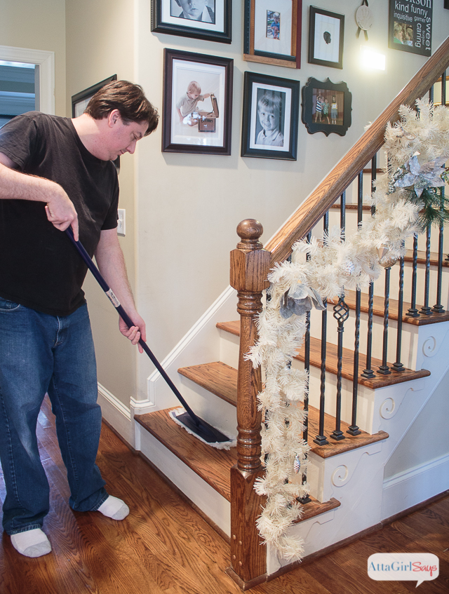 The holiday season is about enjoying time with friends and creating simple family Christmas traditions. When it comes to chores, we love tools that let us get our housework done quickly so we have more time for fun. #ad #BonaSimpleMoments