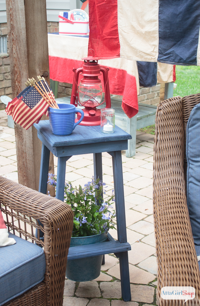 Hooray for red, white and blue! I love the use of vintage Americana decor on this patriotic patio! This would be such a fun place to host a Fourth of July party!