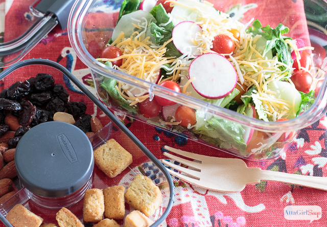 Looking for school snack ideas that won't break the bank? Stop wasting money on convenience packaging, and make your own customized, preportioned school lunches and snacks using Rubbermaid® BRILLIANCETM Salad & Snack Set. #ad #StoredBrilliantly