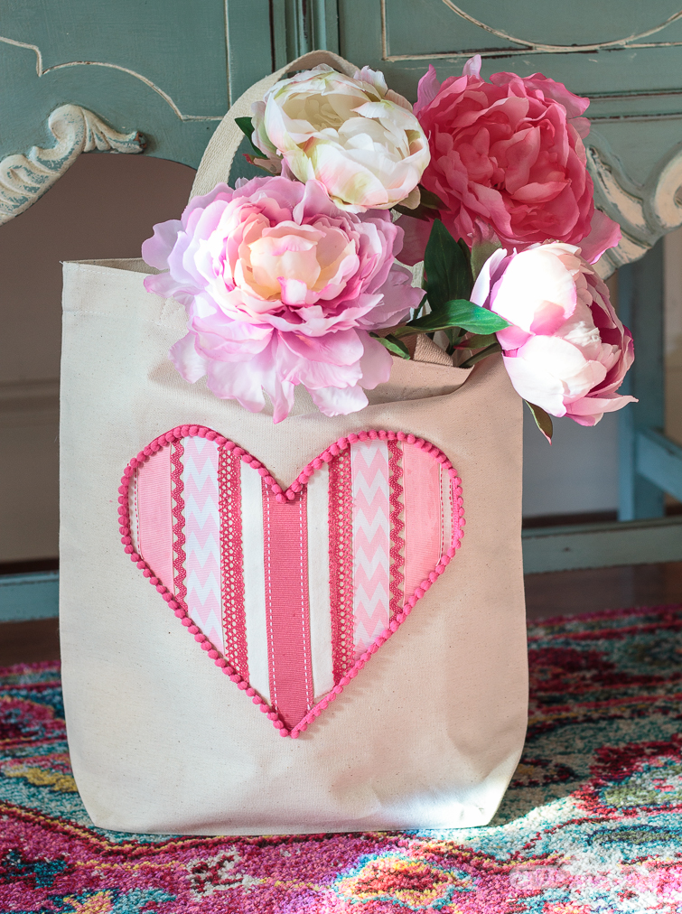 Tote bag with a ribbon heart on it