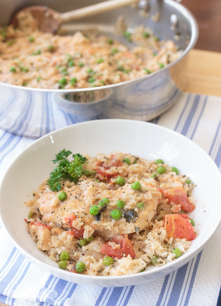 This easy One Pot Arroz con Pollo is so flavorful. It's wonderful for a weeknight meal or on the weekend when you're craving comfort food. #ad #TeeterRecipes #HTOrganics