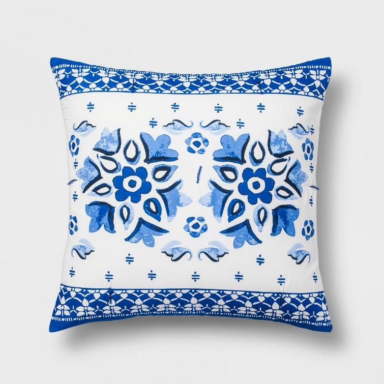 If you love vintage decor, hurry to Target to check out the new Opalhouse collection. This blue and white floral tile pillow is just one of the fabulous vintage-style pieces you'll find at great prices! #opalhouse #targetstyle #vintagestyle #blueandwhite