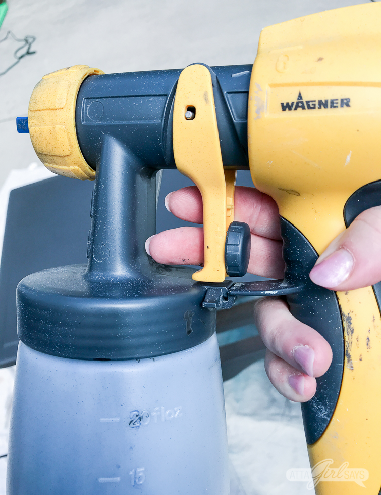 Wagner FLEXiO sprayer filled with paint