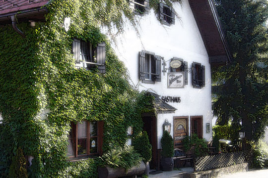 Die Restaurant-Pension Bachtaverne in Weyregg am Attersee