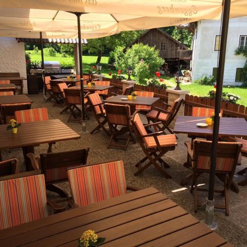 Gastgarten - Restaurant Bachtaverne Weyregg am Attersee