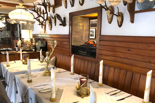 Die traditionelle Gaststube des Restaurant Bachtaverne in Weyregg am Attersee