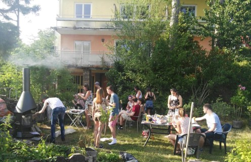 Hot grill, friends and nice weather – what else can you ask for?