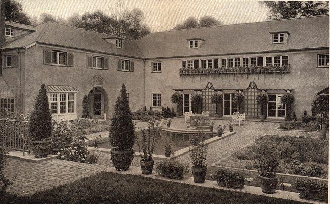 House in the Woods on the north shore of Geneva Lake is defined by large arched bay windows on the front of the house and the use of triple archways that would appear on subsequent homes Shaw designed around the lake. The U-shaped home was designed with a terrace and courtyard at the rear of house, creating a welcoming entrance for guests.