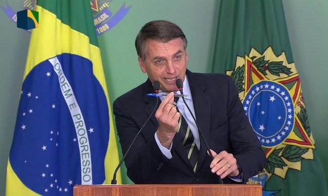 Bolsonaro assinou decreto que facilita posse de arma