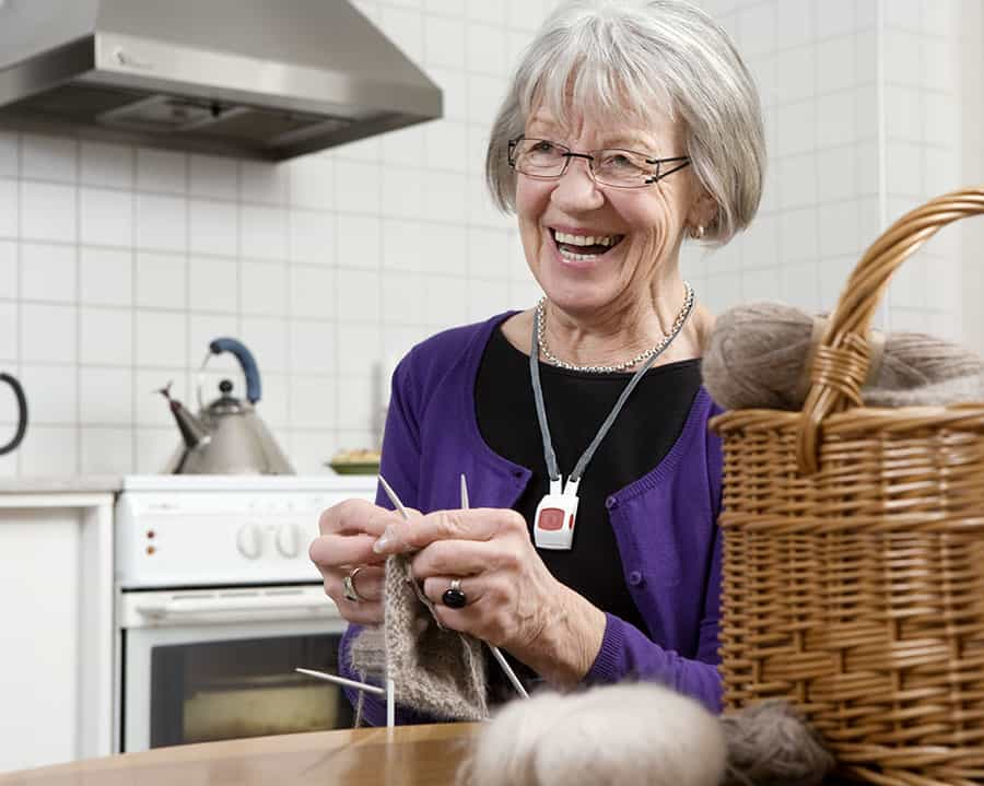 Doro woman knitting image