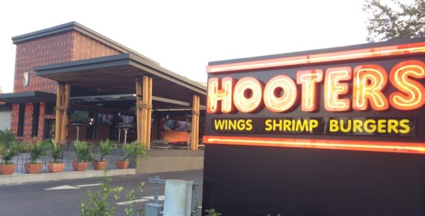 New Hooters on international drive outside