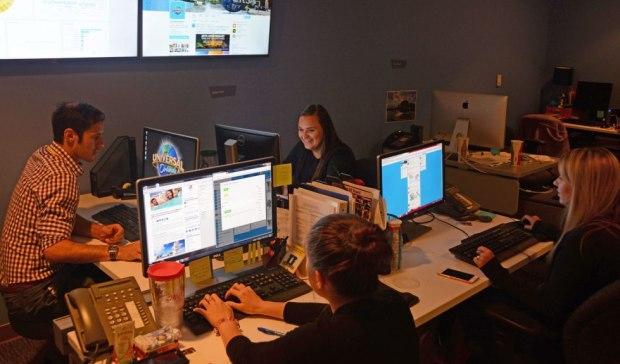 universal orlando social media center
