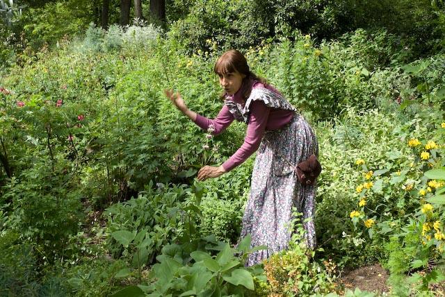 Gabriella Buccioli nell'orto
