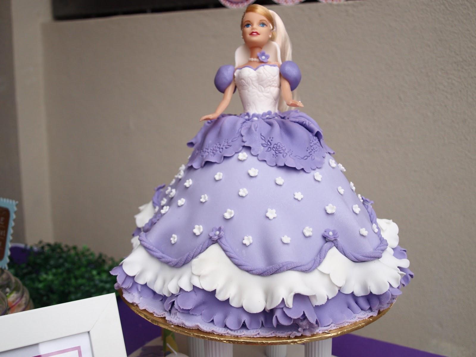 что лучше торты из мастики с куклами фото пятнадцать минут опоздания