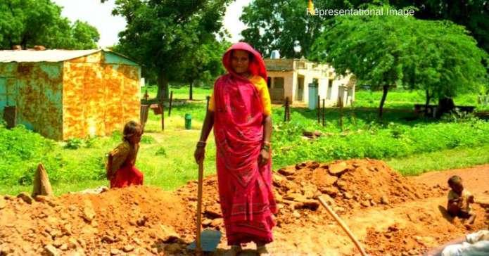 बिहार के बांका  जिले के एक सुदूर गांव की महिलाएं ने आखिर वो कर दिखाया जो उस क्षेत्र की सबसे बड़ी कमी थी ।